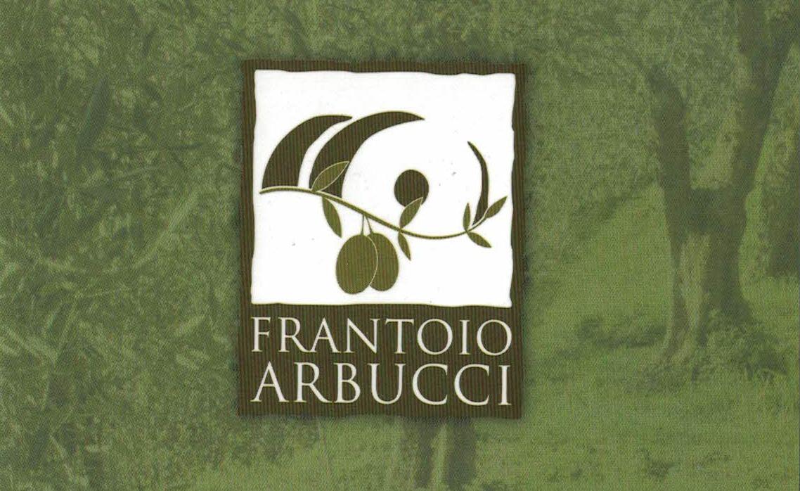 """Il gusto inconfondibile e ricco dei sentori di oliva: l'olio extra vergine""""Arbucci"""""""